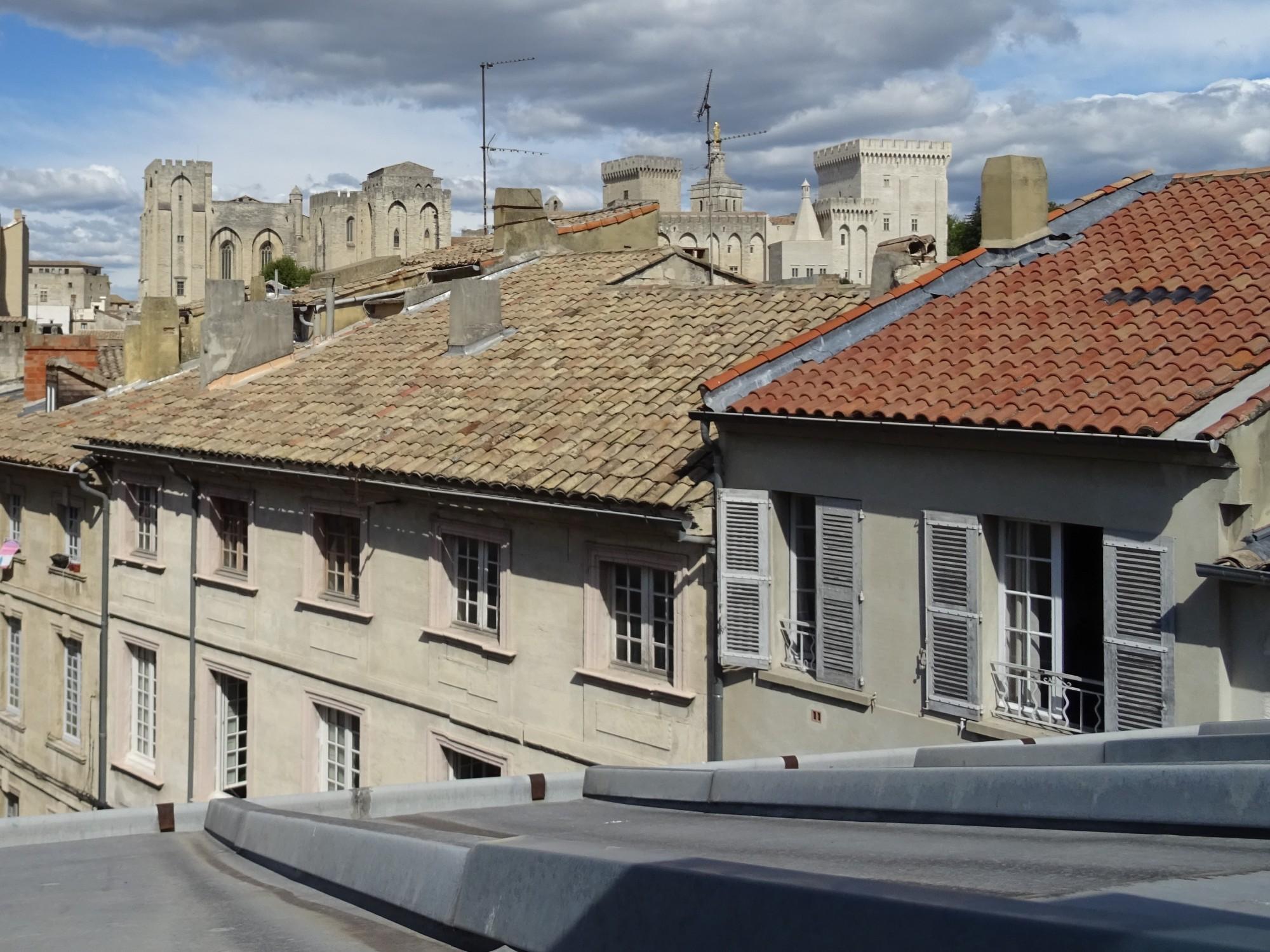 AVIGNON Intra-Muros, appartement dans immeuble sécurisé avec ascenseur