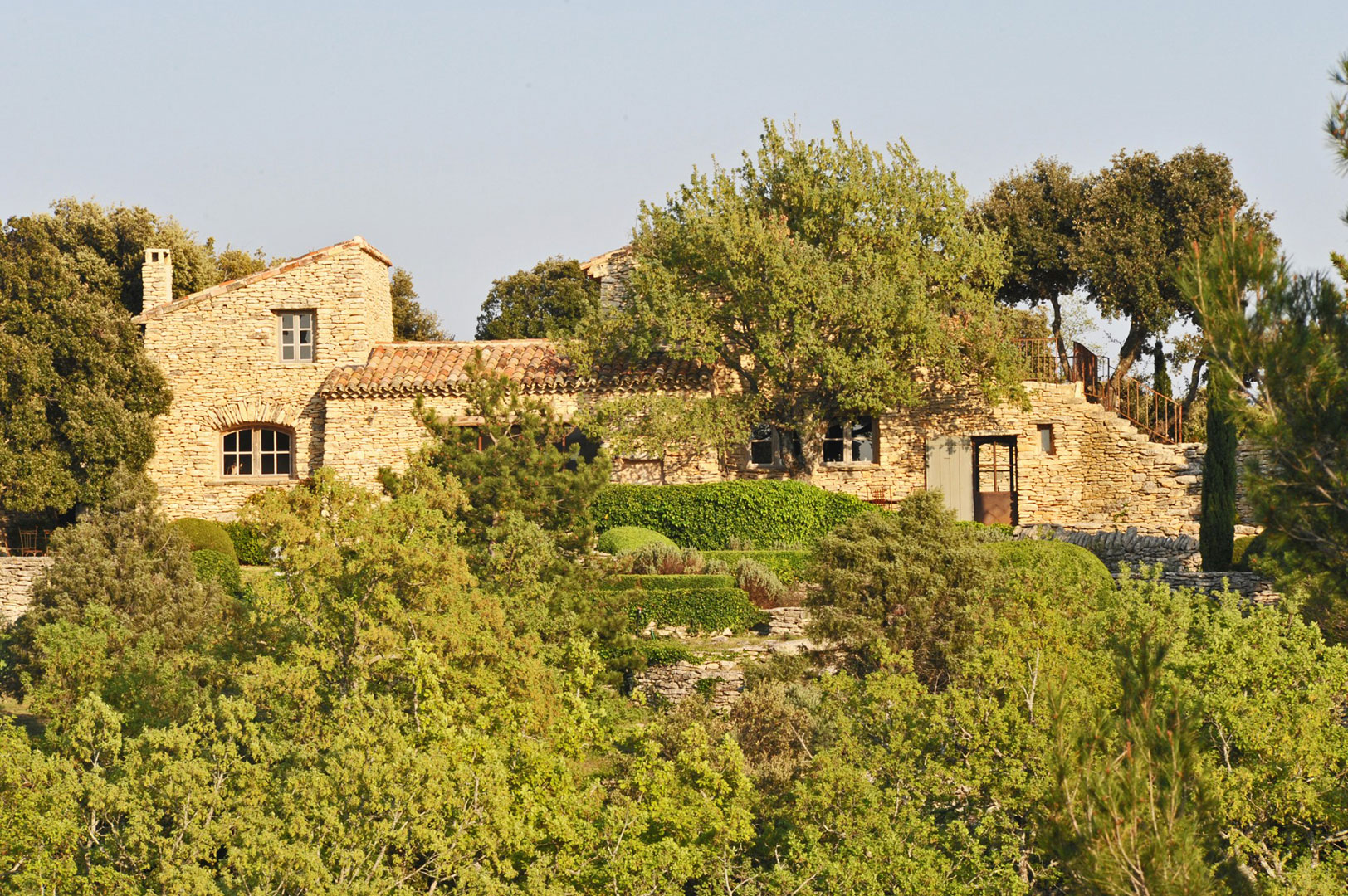 GORDES : maison de charme à 2 pas du village