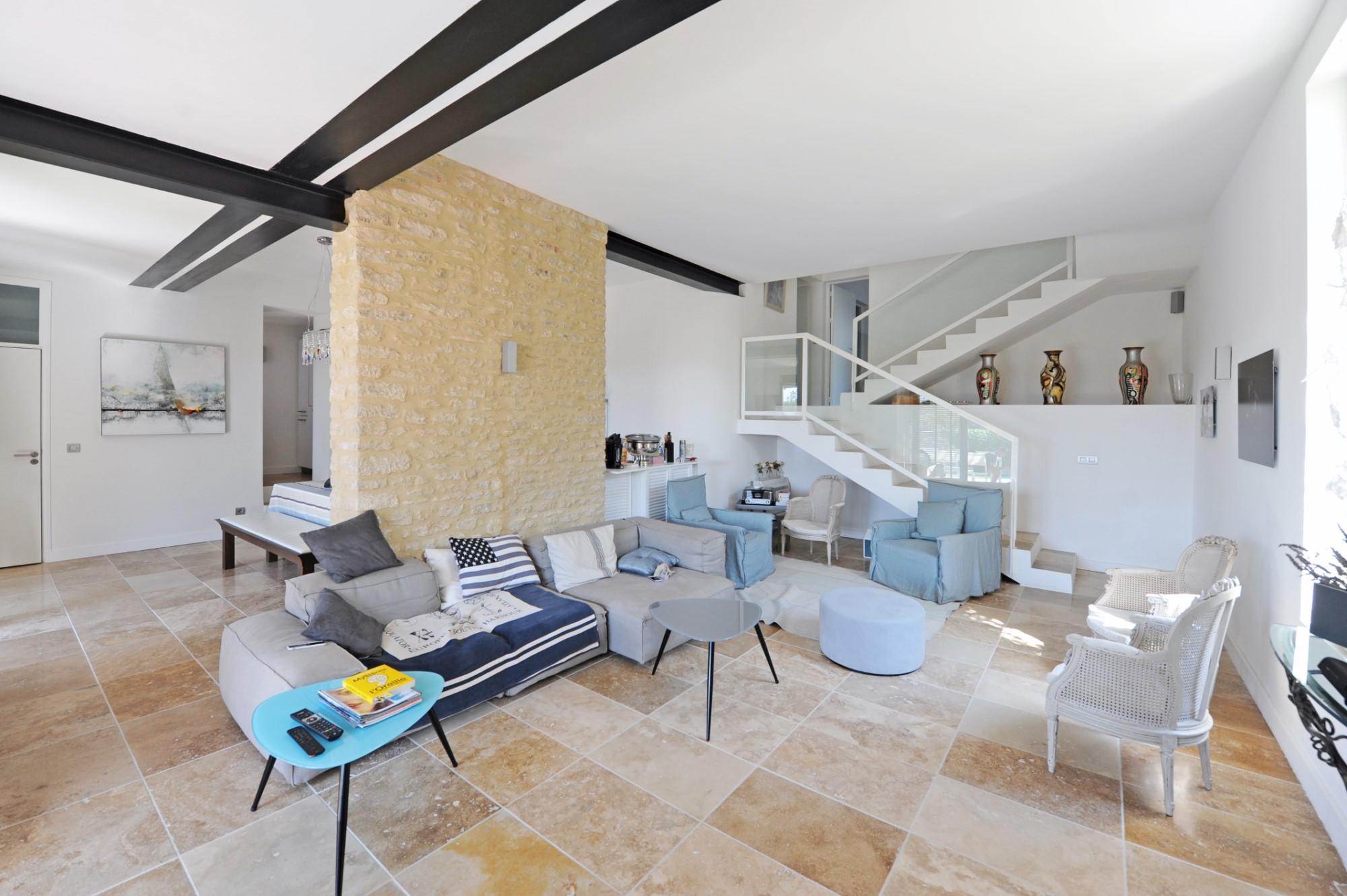 Village de Gordes : propriété moderne
