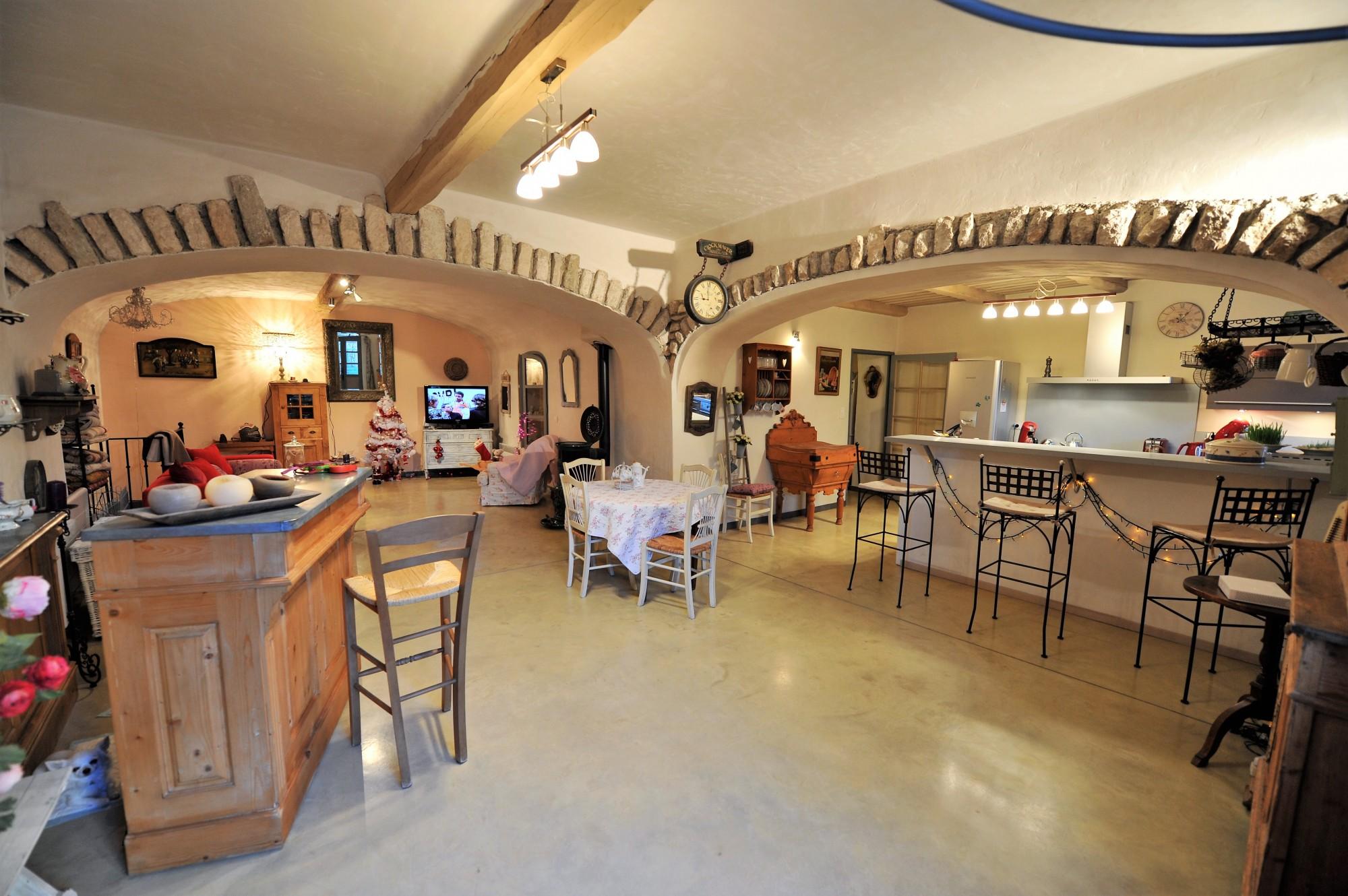 En Provence, à vendre,  maison de village rénovée