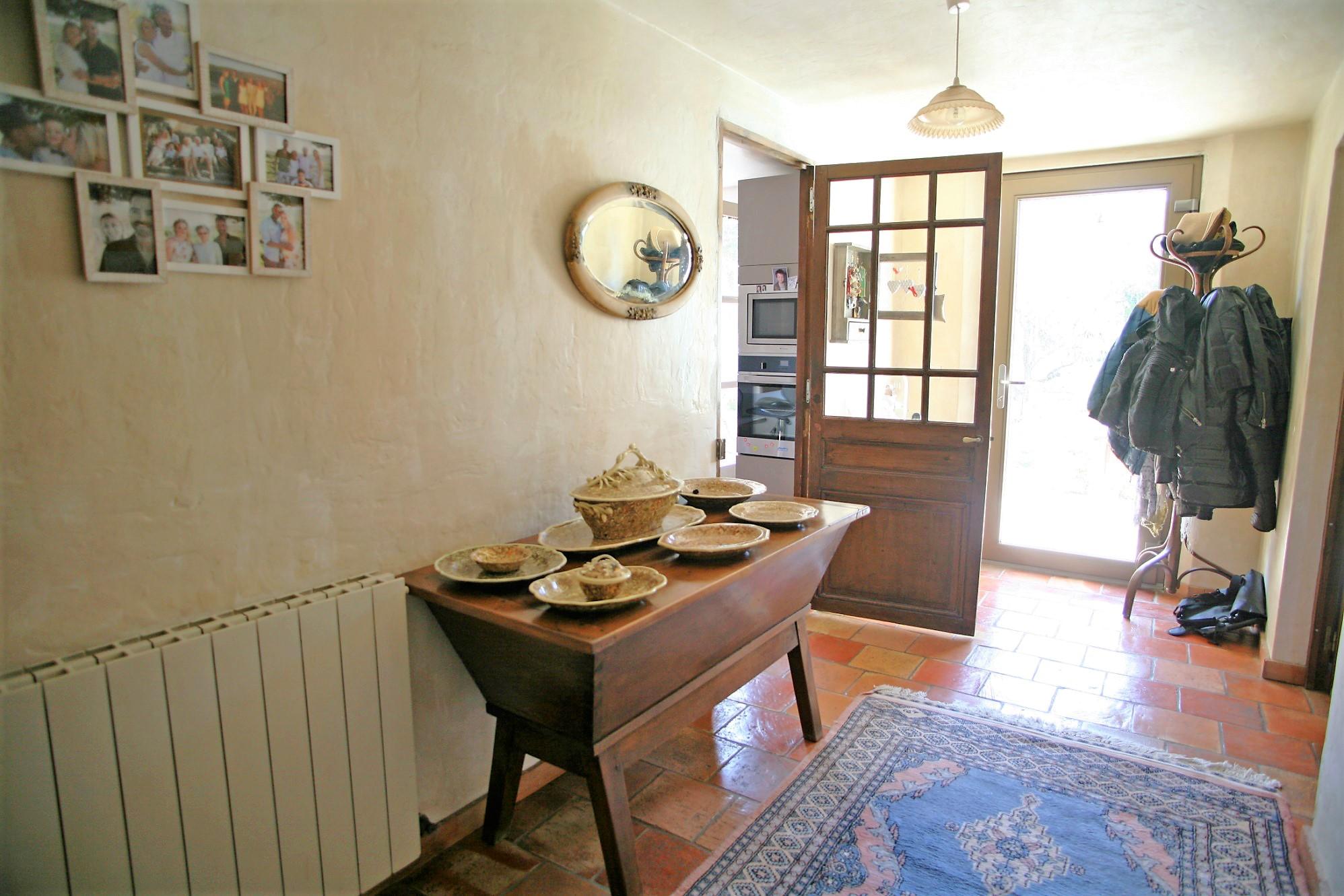 Maison traditionnelle avec piscine, à 3 minutes d'un village du Luberon, à la vente