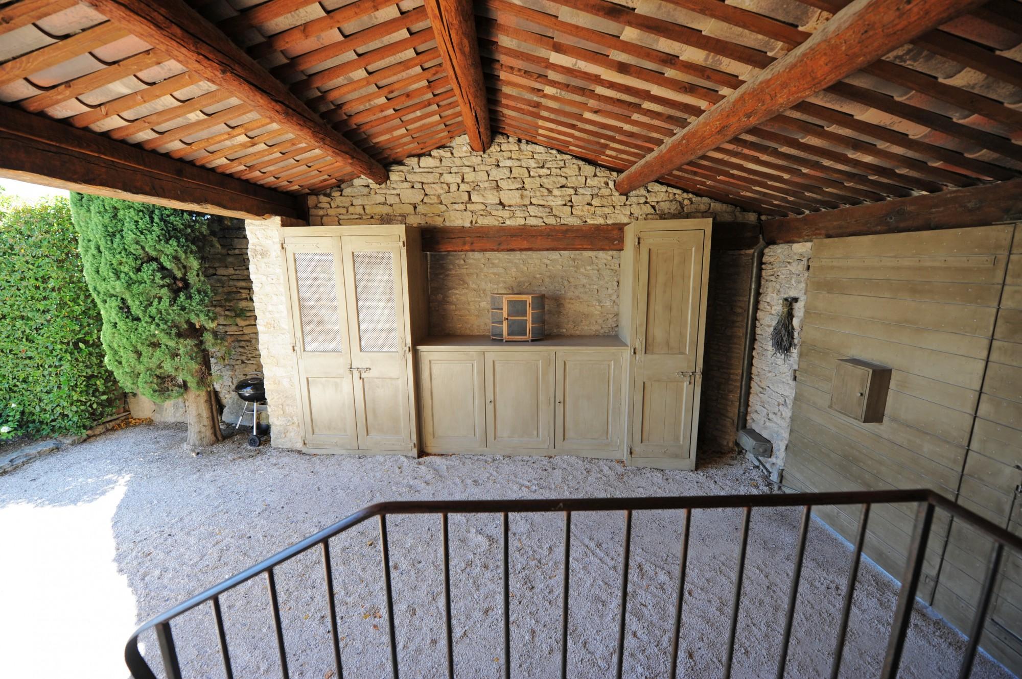 Gordes : élégante maison de village avec piscine et vue dominante