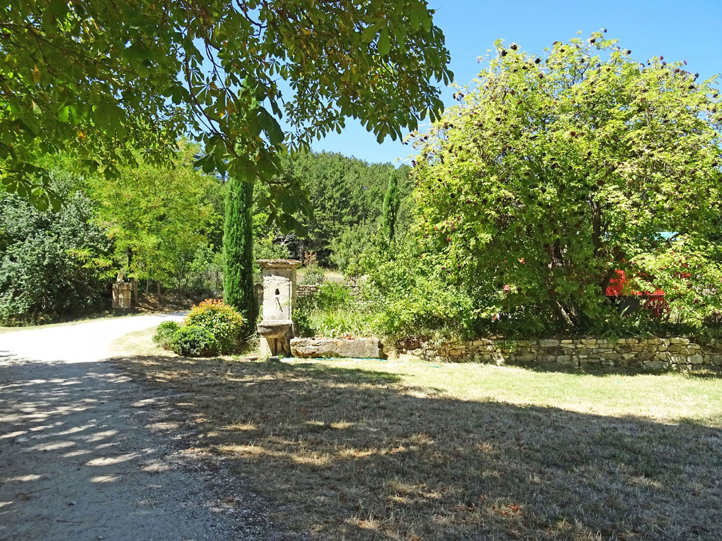 En Luberon, trois corps de ferme et une bergerie en pleine nature