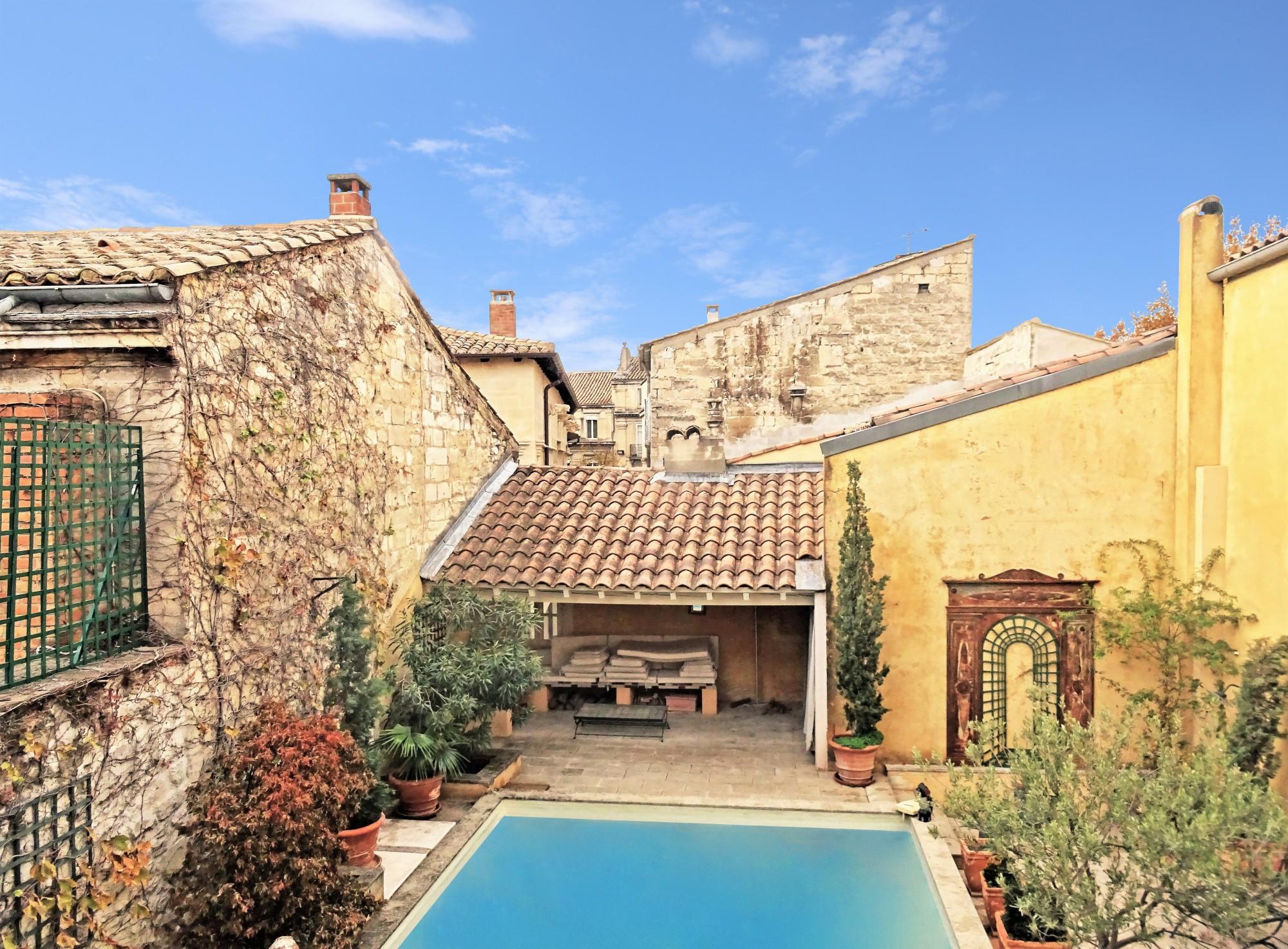 Avignon hyper centre, Appartement quadruplex avec toit-terrasse et piscine
