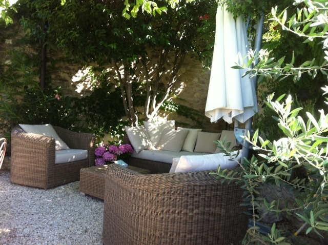 Au cœur du charmant village Provençal de Lagnes maison en pierre des années 1800