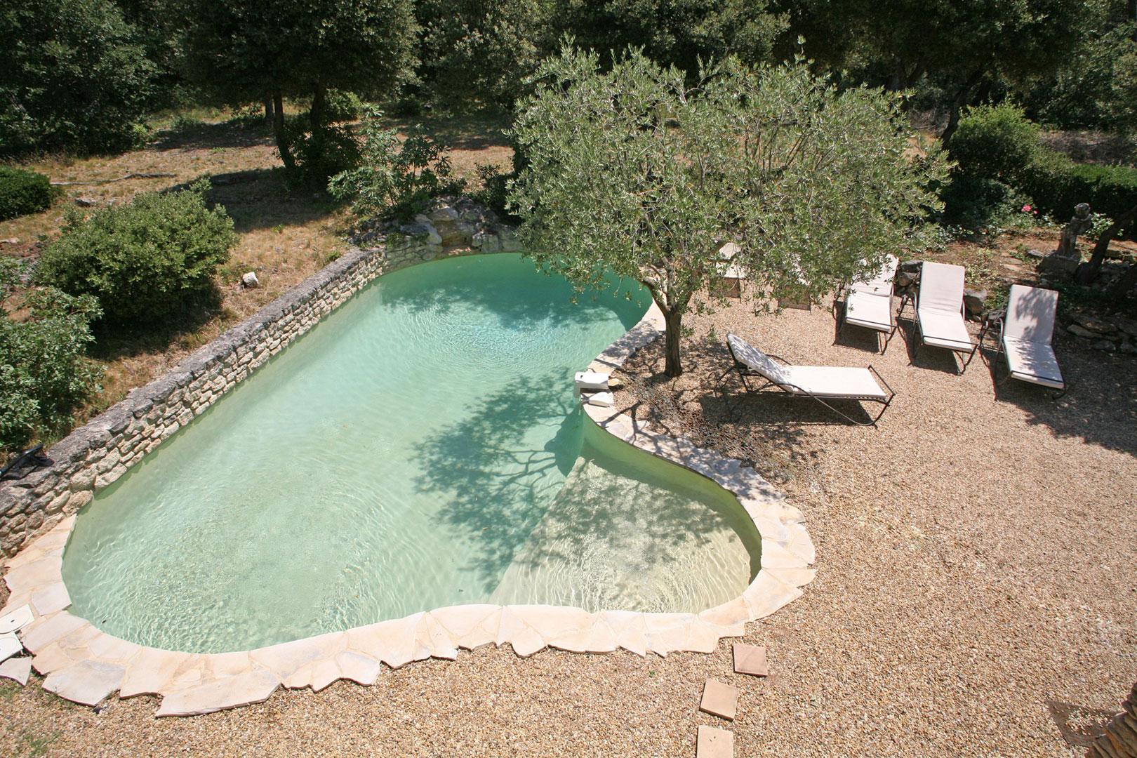 Mas restauré avec piscine à deux pas d'un village classé