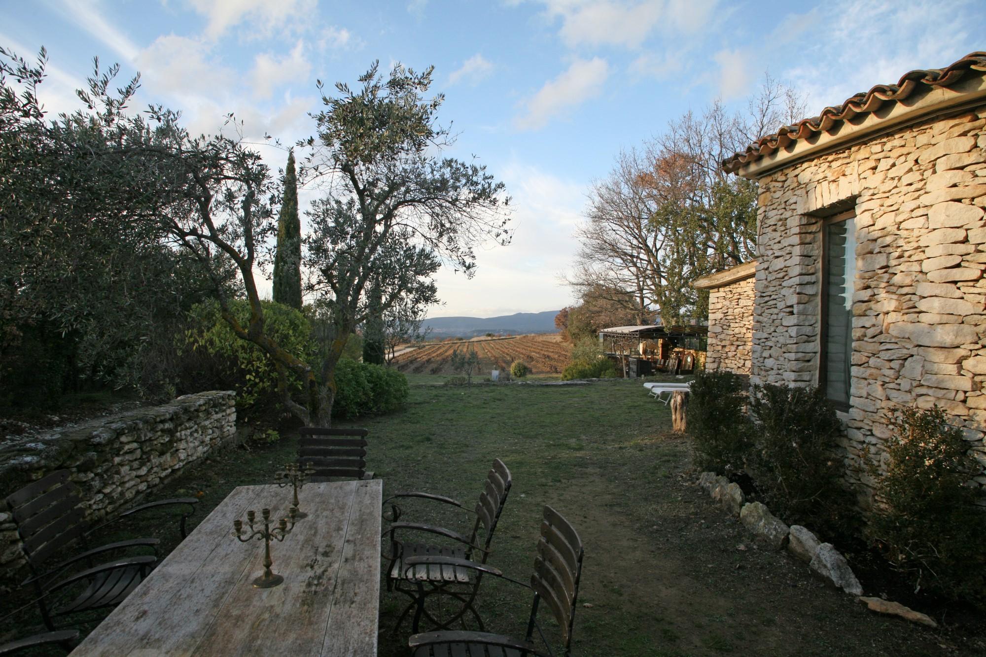 Maison traditionnelle en pierres avec piscine et très belle vue