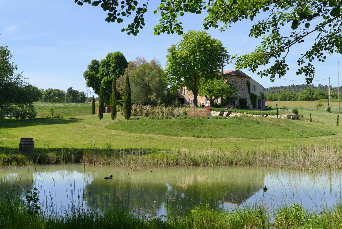 Très beau mas avec piscine sur plus de deux hectares de terrain