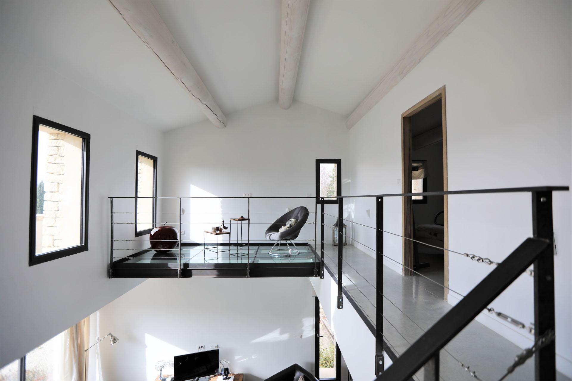 Gordes, maison moderne en pierre