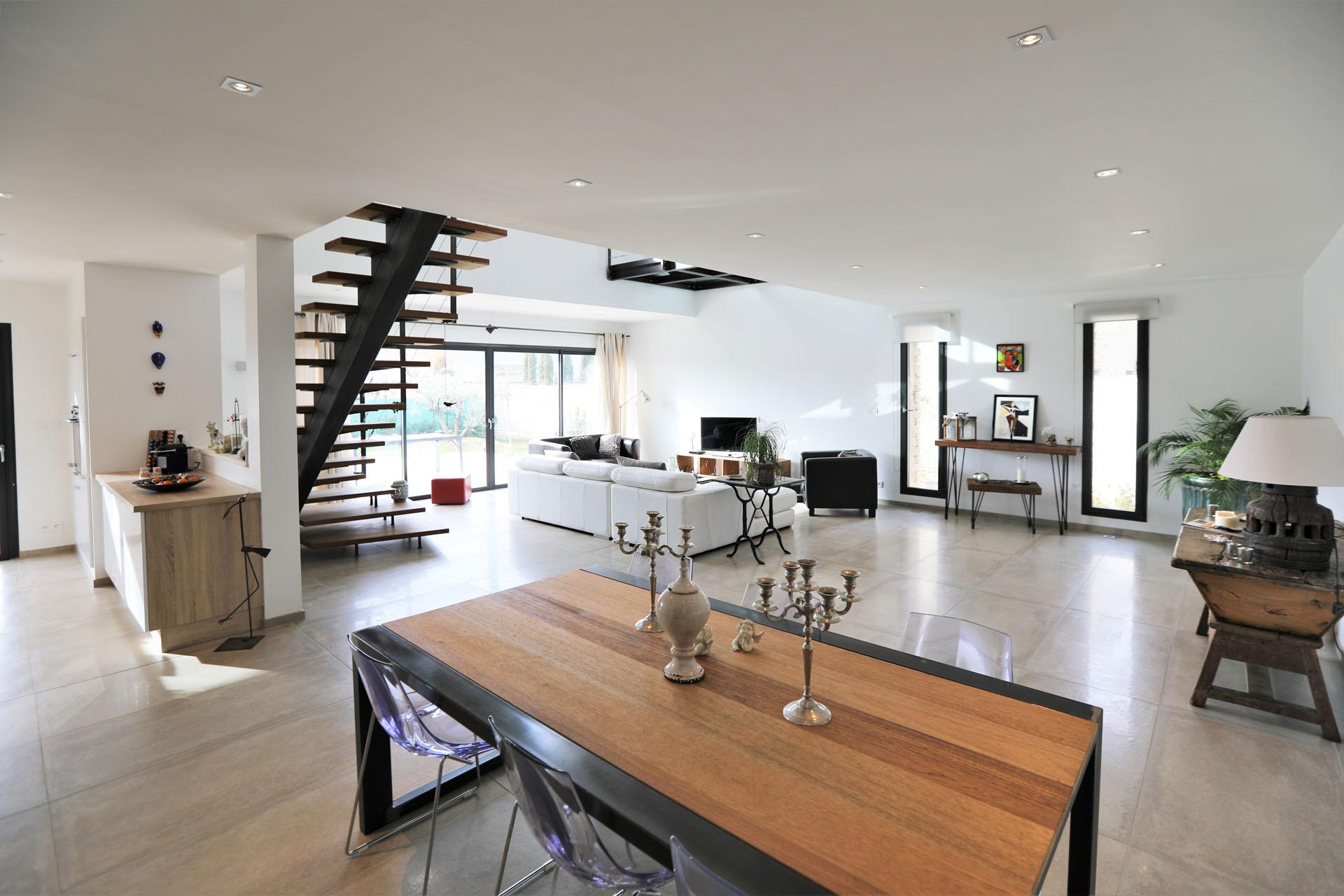 Ventes Gordes, maison moderne en pierre - Agence Rosier