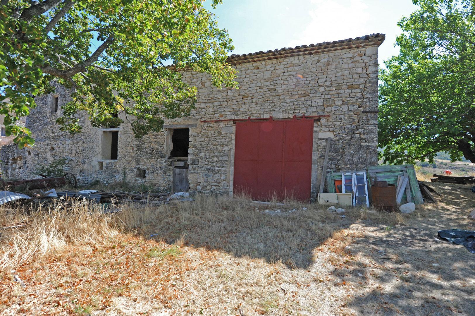 Belle maison de Maître et superbe bâtisse en pierre à rénover sur 8 hectares