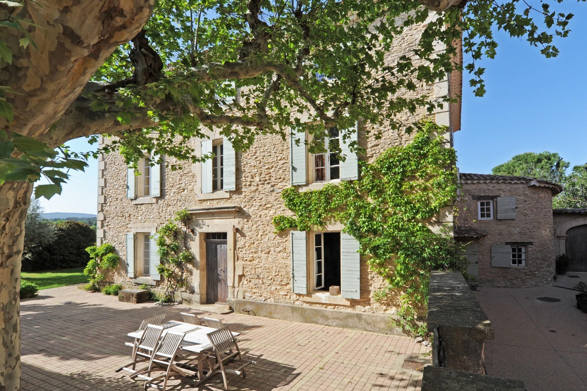 Ventes A quelques kilomètres de Gordes et de Roussillon, à ...
