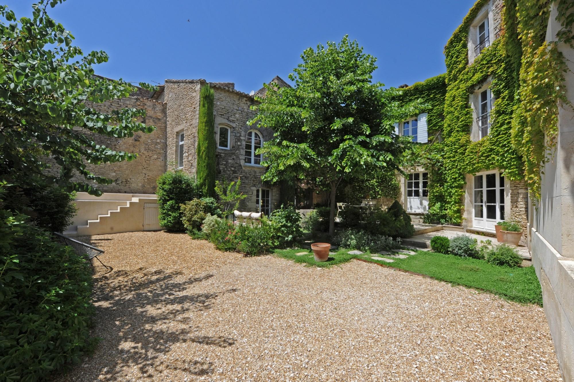 Superb hamlet cottage in Provence