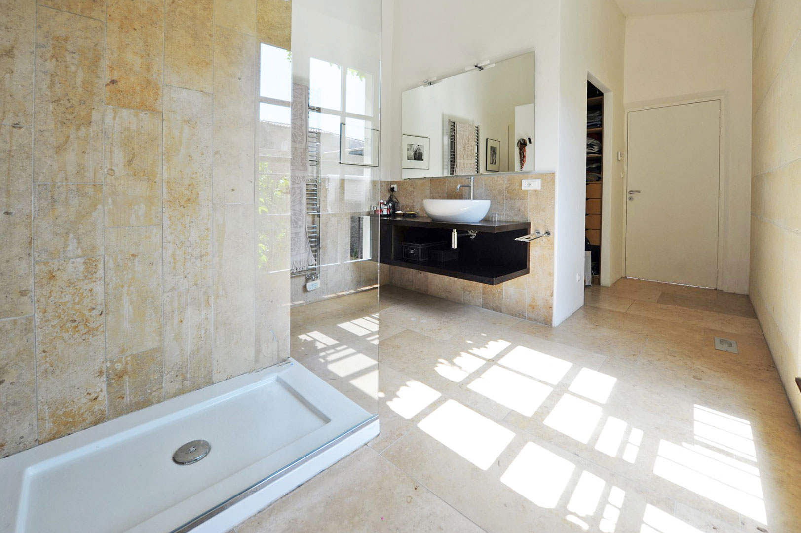 Salle de bains en pierres
