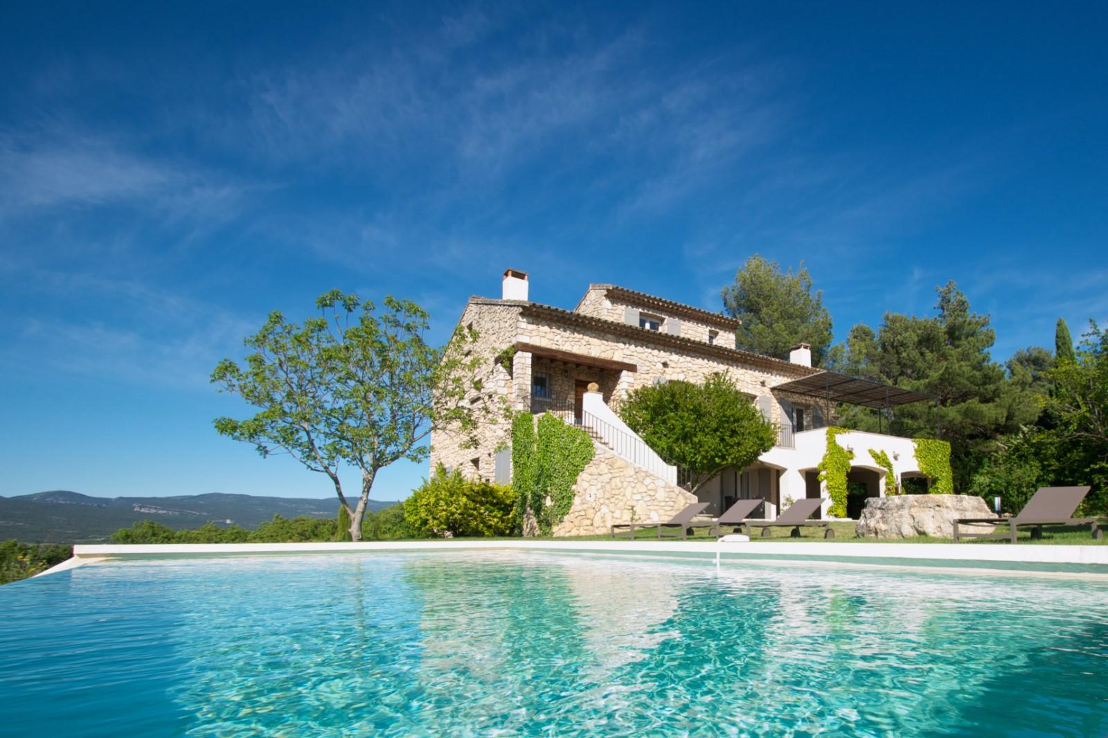 Proche des ocres de Roussillon, superbe maison à louer