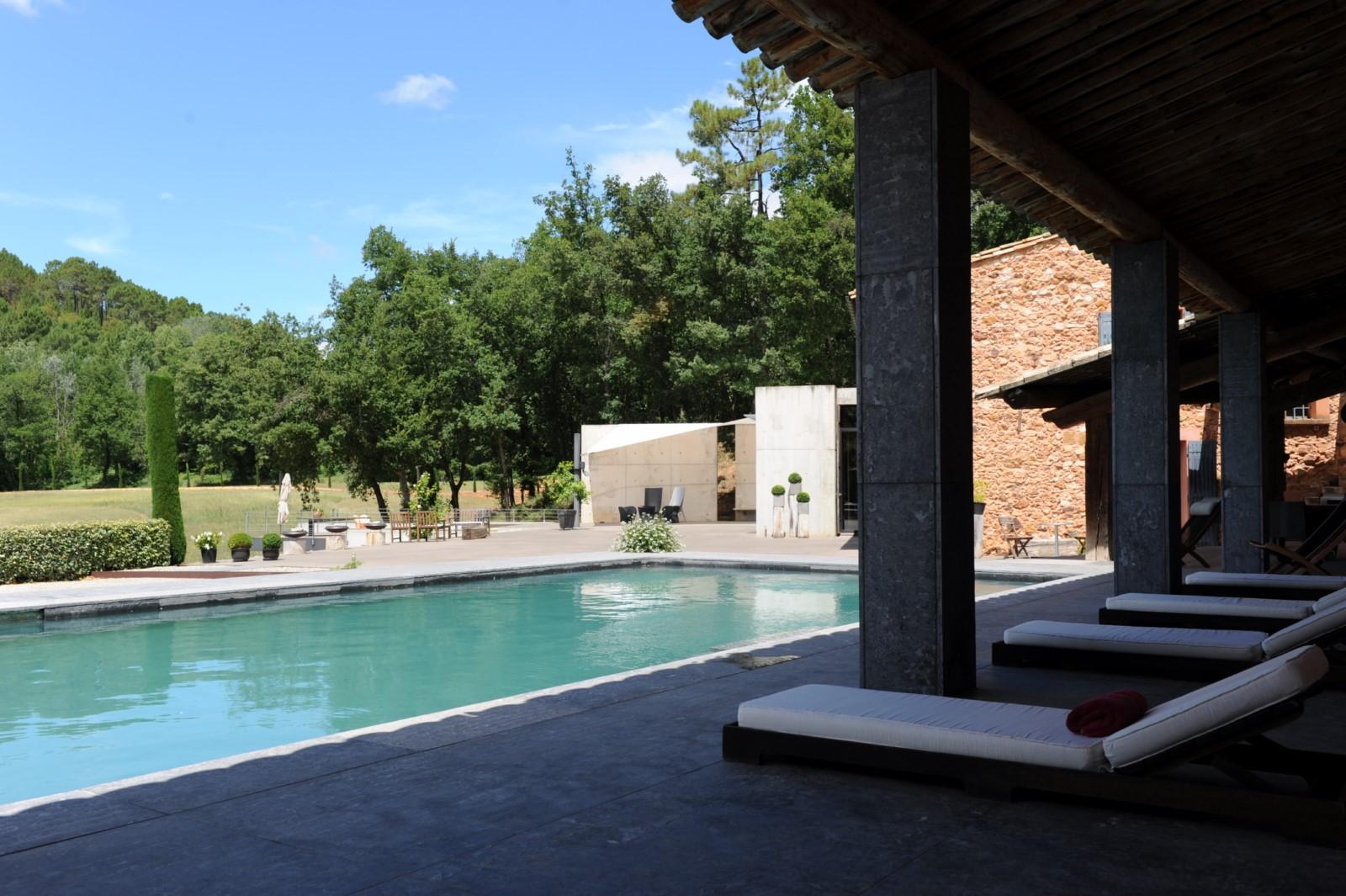 Roussillon piscine de rêve face aux ocres