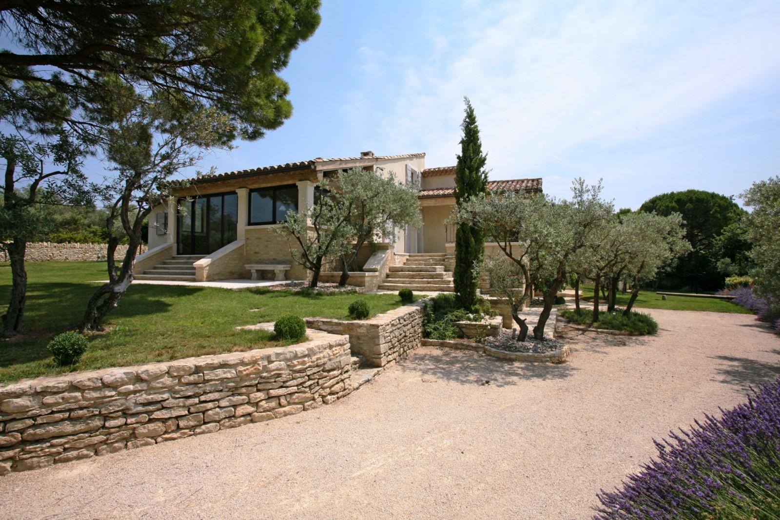 Essences Provençales et vue sur le Luberon