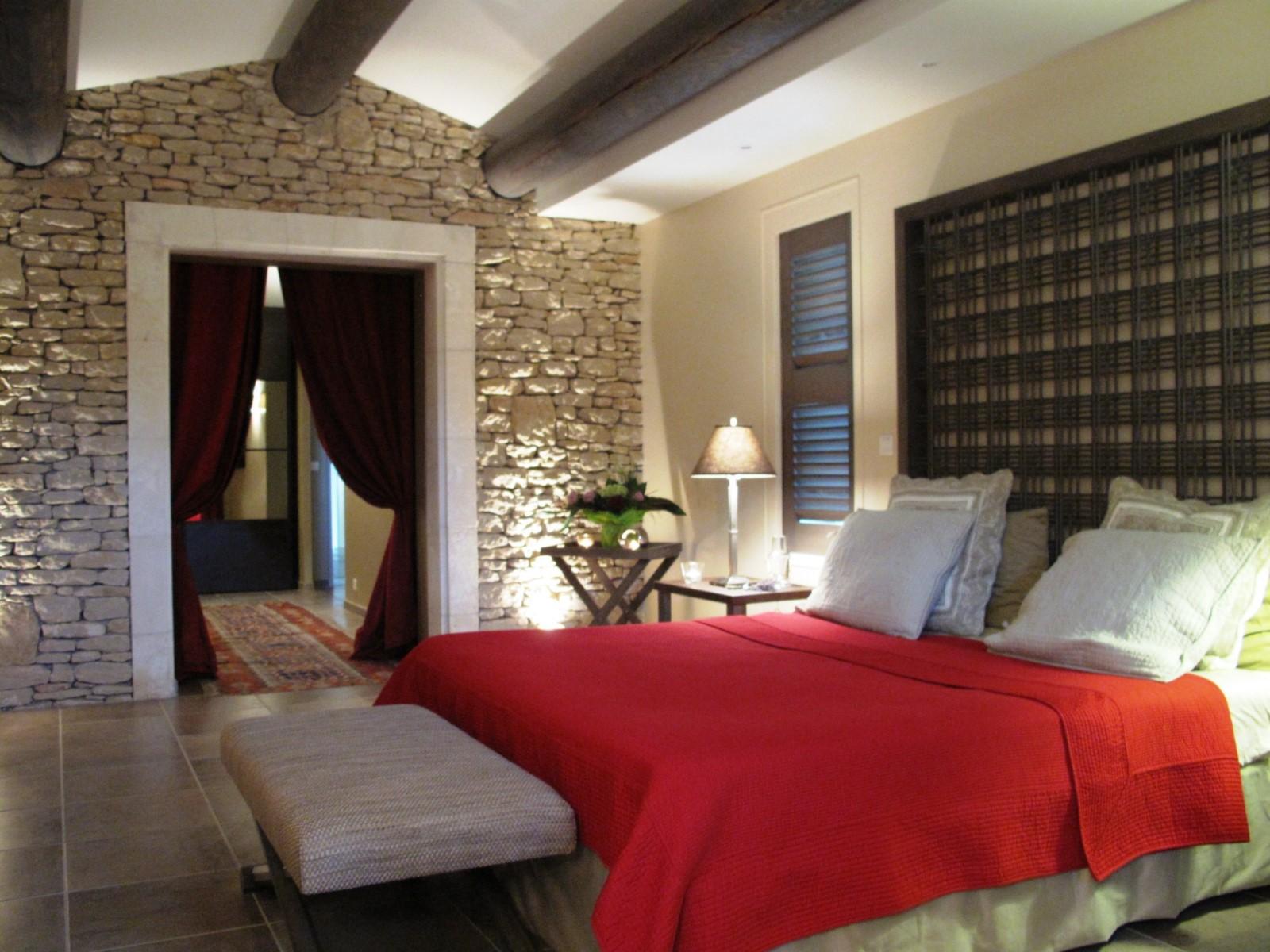 A Gordes, maison contemporaine  avec piscine chauffée