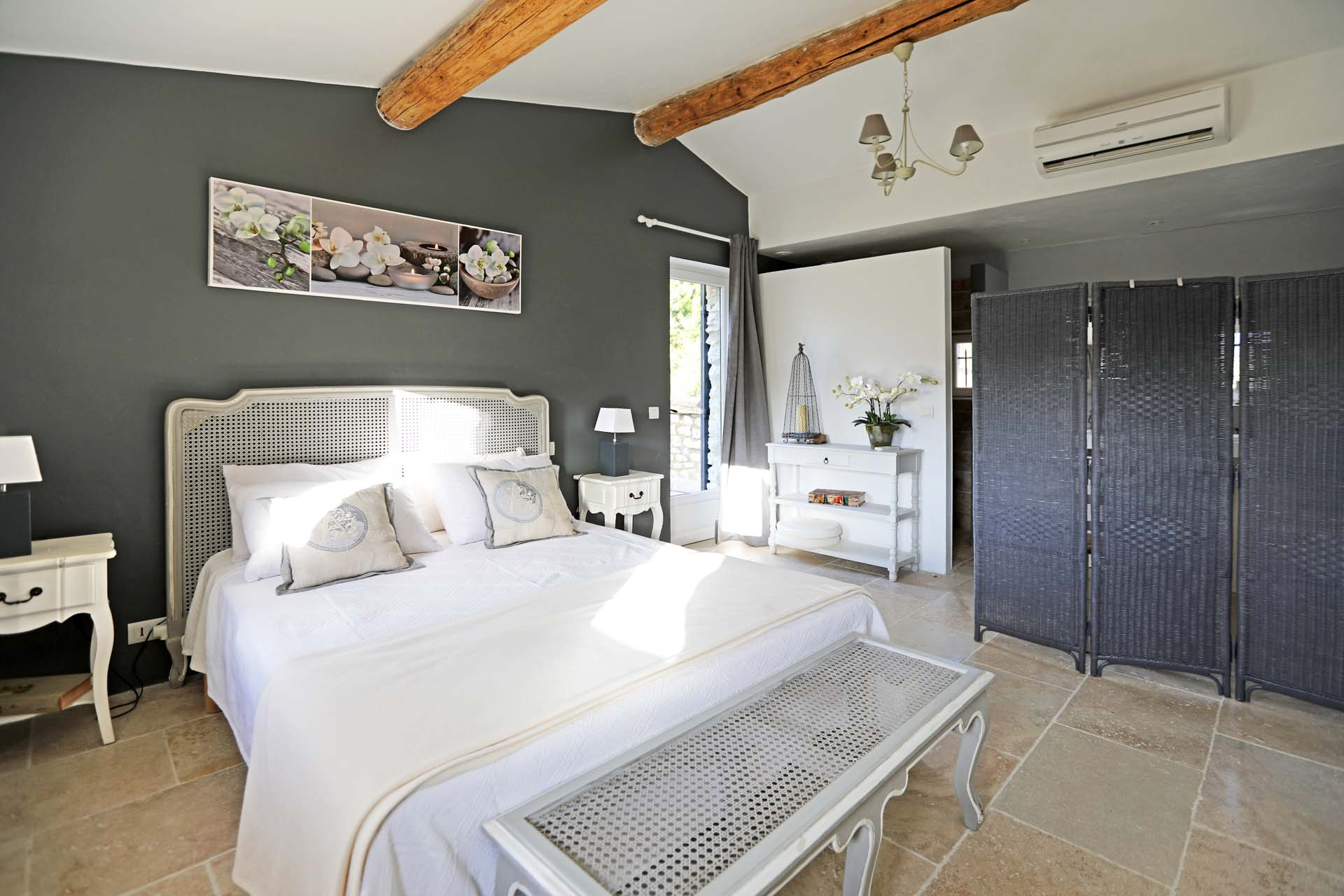 Chambre d'une confortable maison à louer à Murs