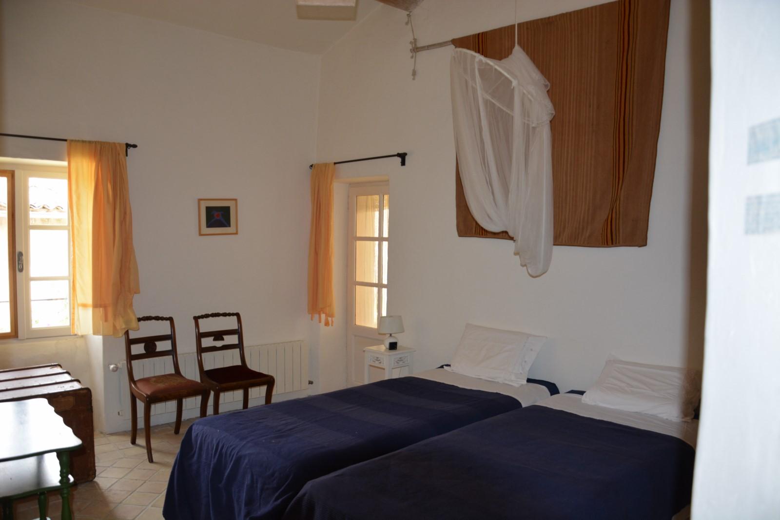 A louer,  mas provençal, proche des villages de Goult et Lacoste