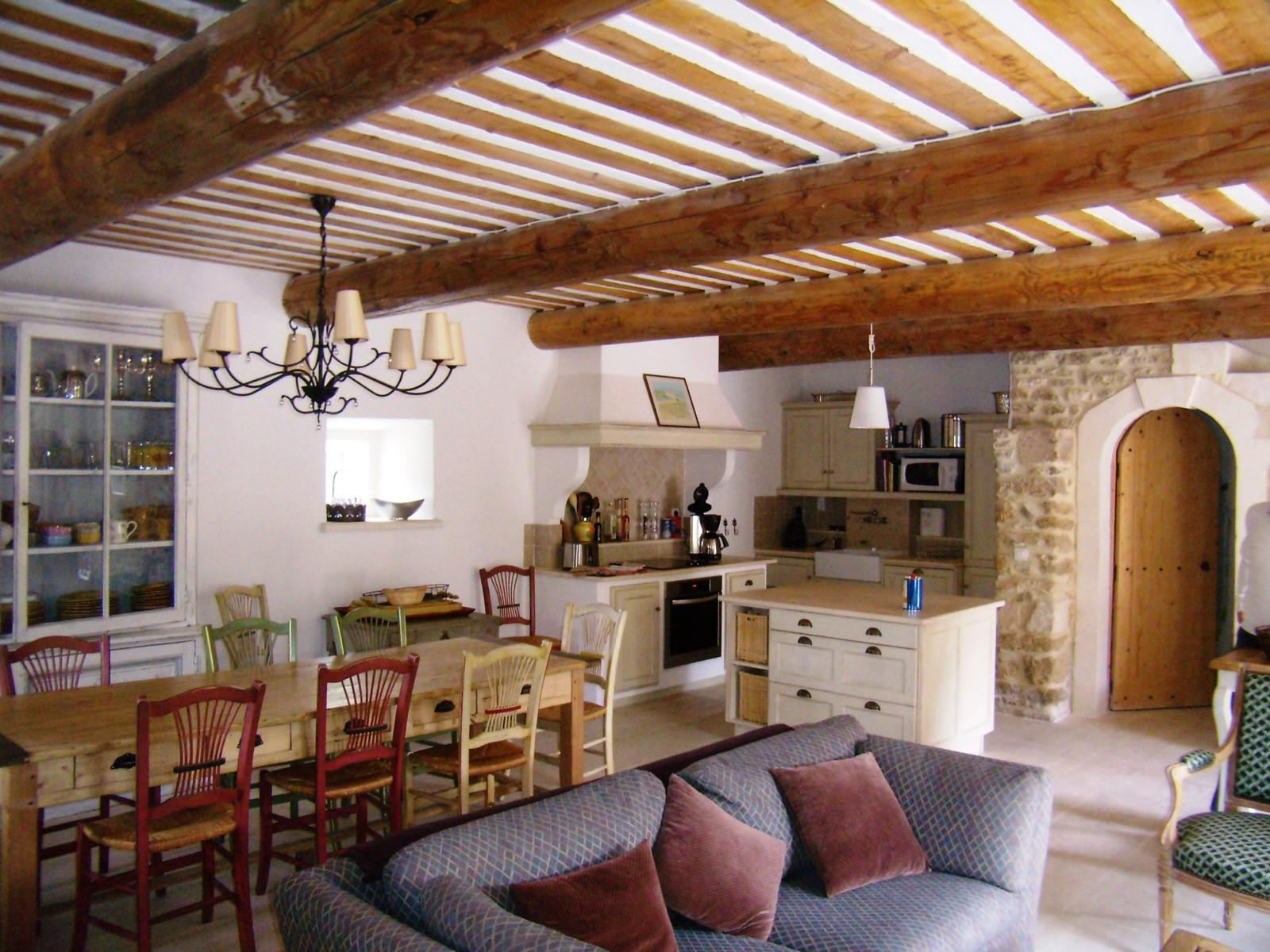 Luberon,  propriété de charme et de caractère dans un village typique