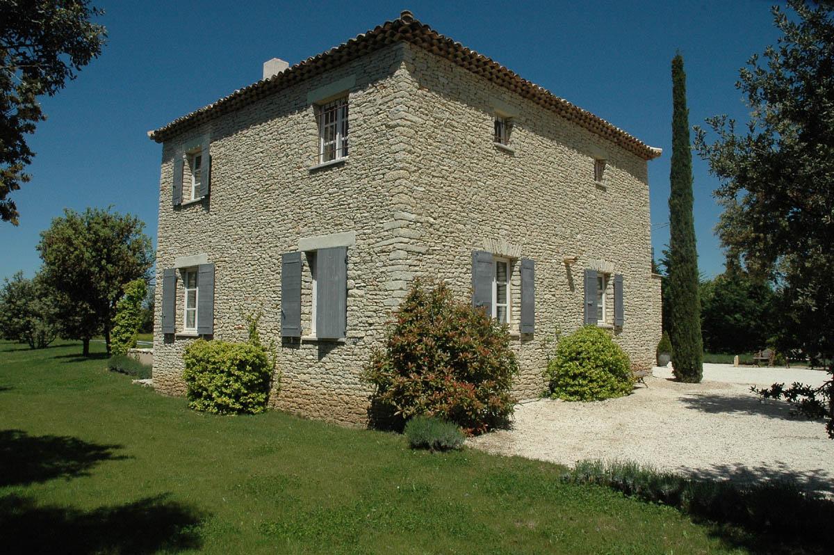 Proche des villages de Goult, Saint Pantaléon