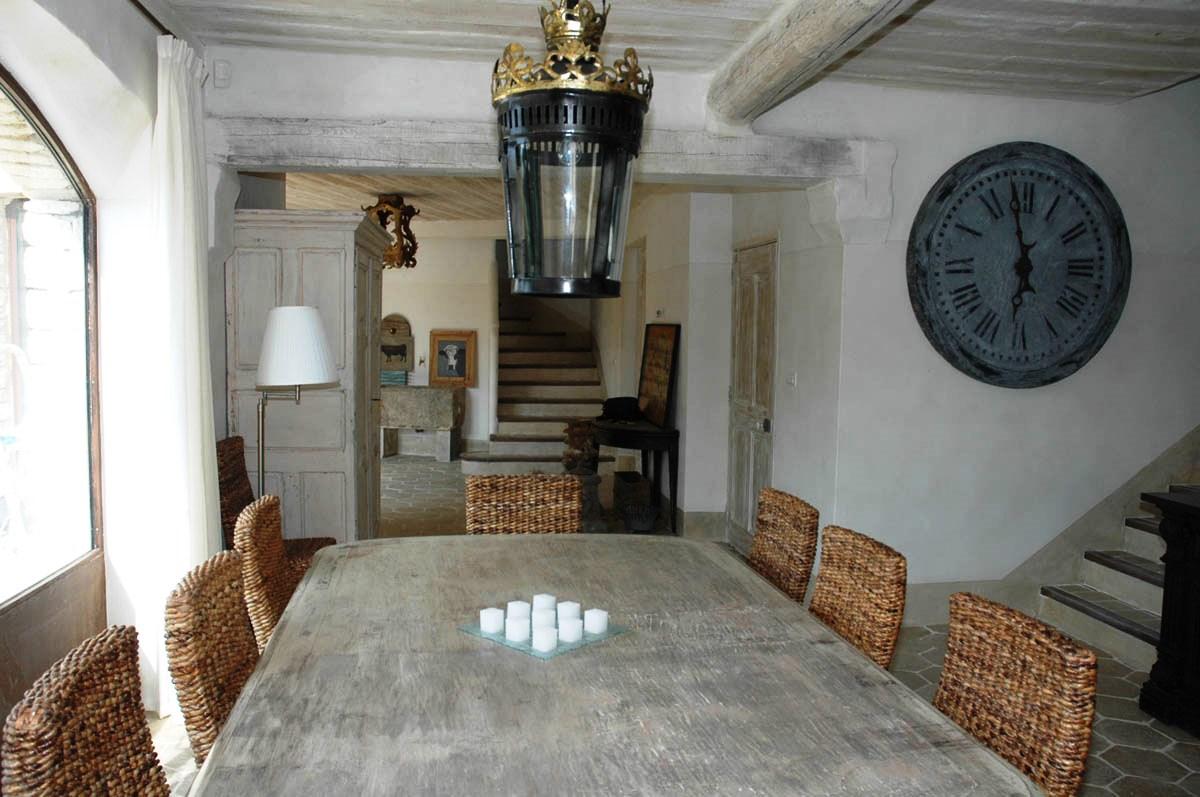 Beaux matériaux pour cette maison à la décoration soignée