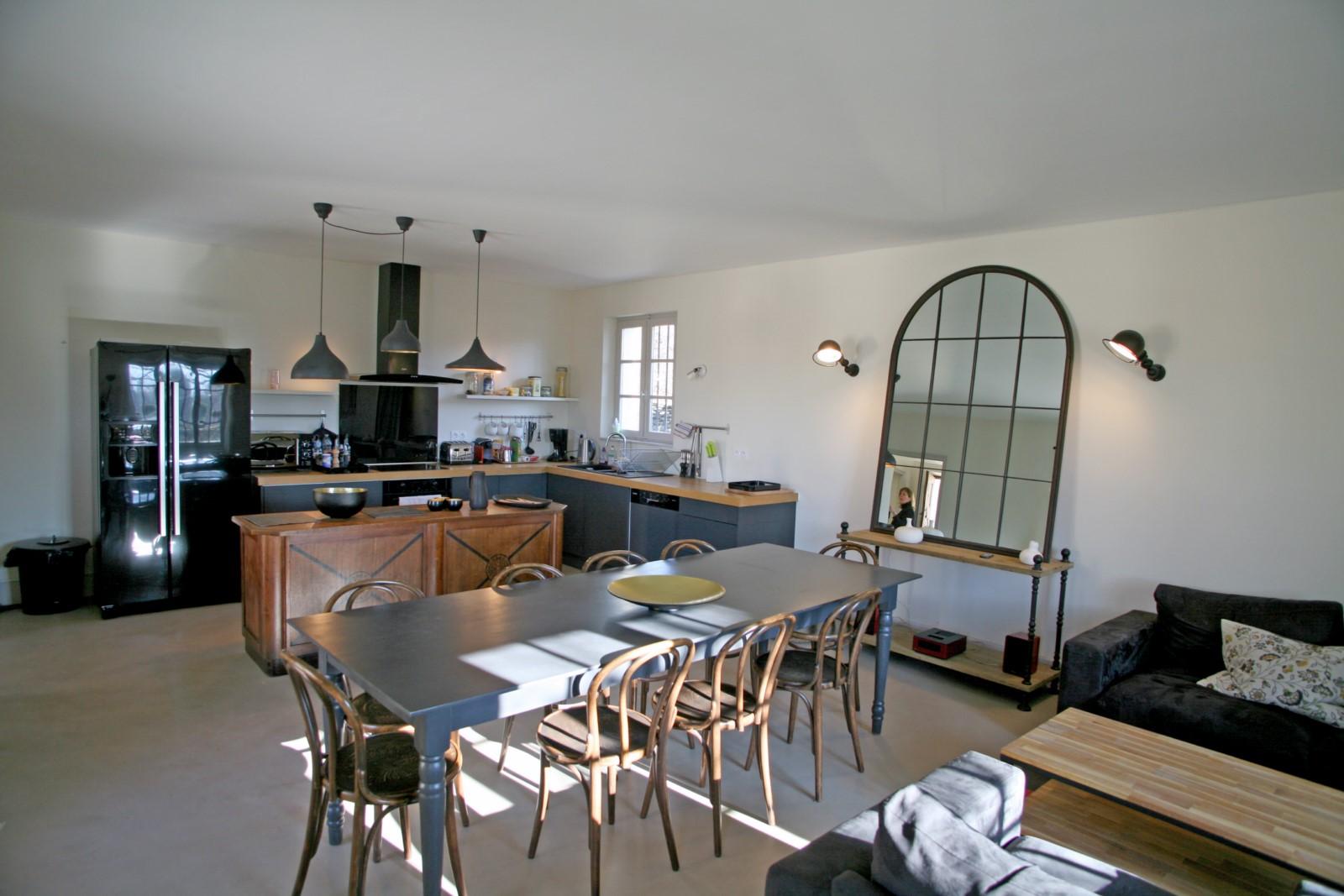 Bel espace à vivre pour cette maison à louer sur Lacoste