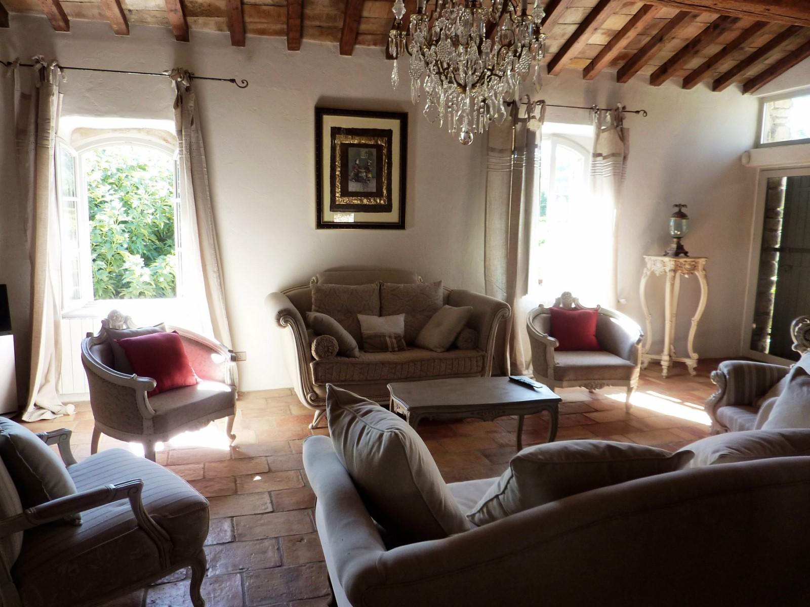 Confortable salon pour cette belle maison à louer
