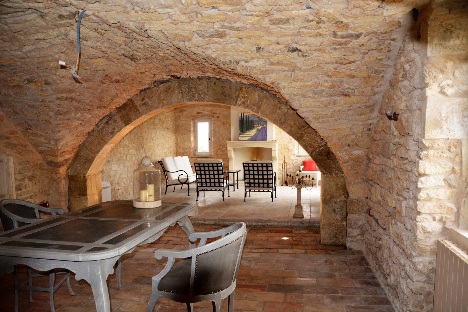 Belle architecture et confort pour cette maison à louer proche de Lacoste et Bonnieux