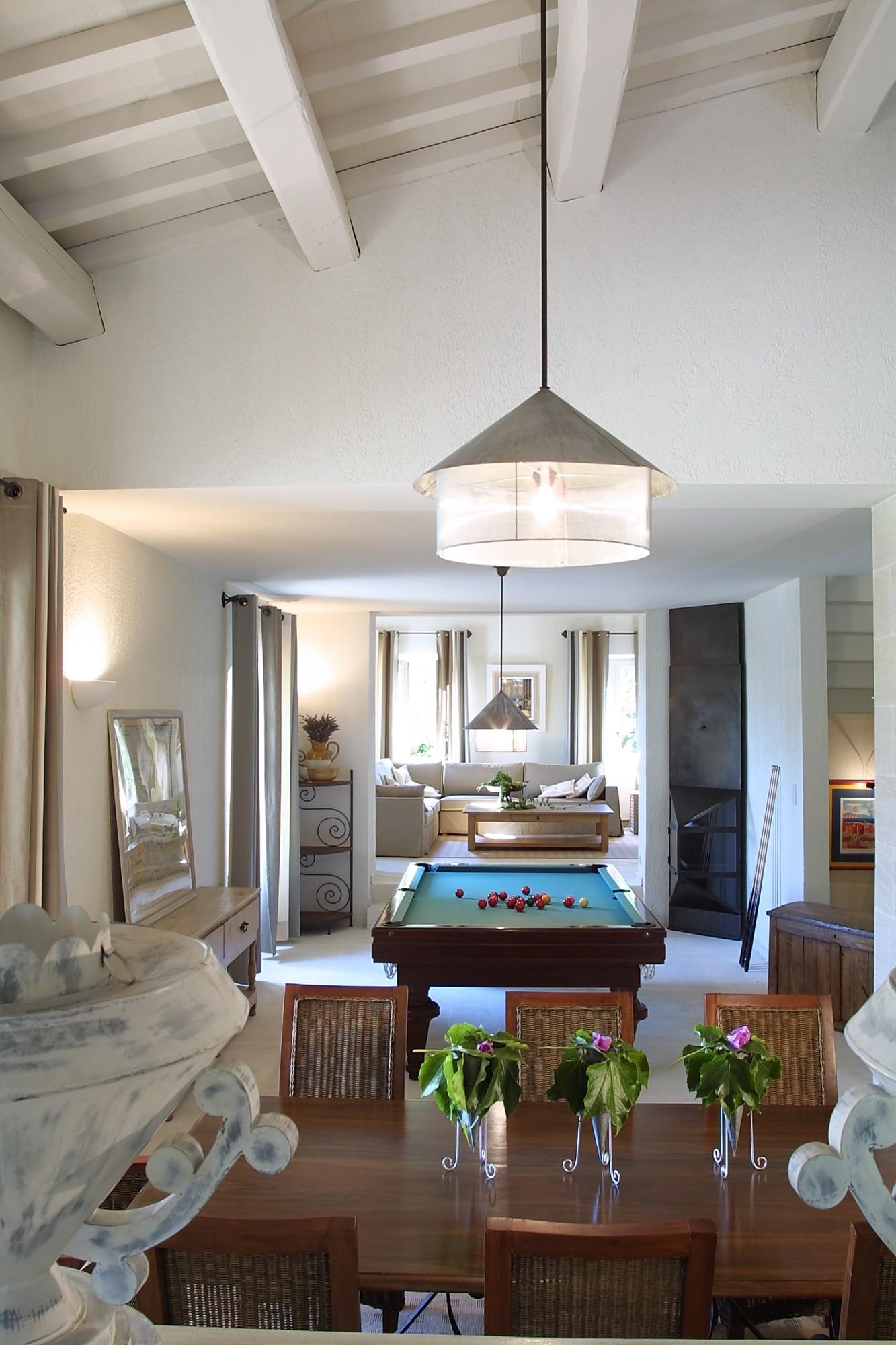 Location locations saisonnieres a louer pour un t en luberon gordes luxueuse villa de 350 for Site de villa a louer