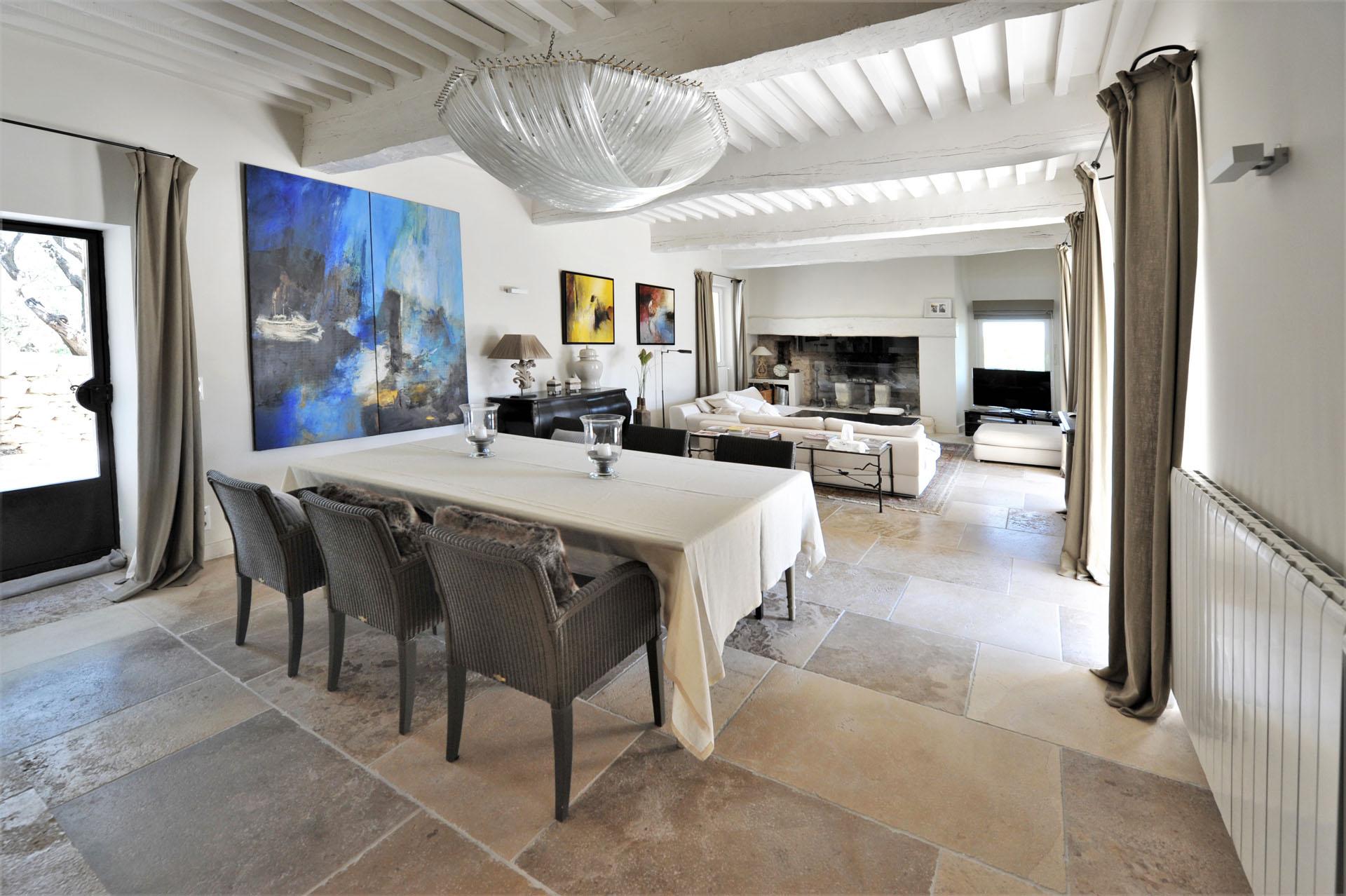A louer à Gordes,  propriété contemporaine, avec vue exceptionnelle
