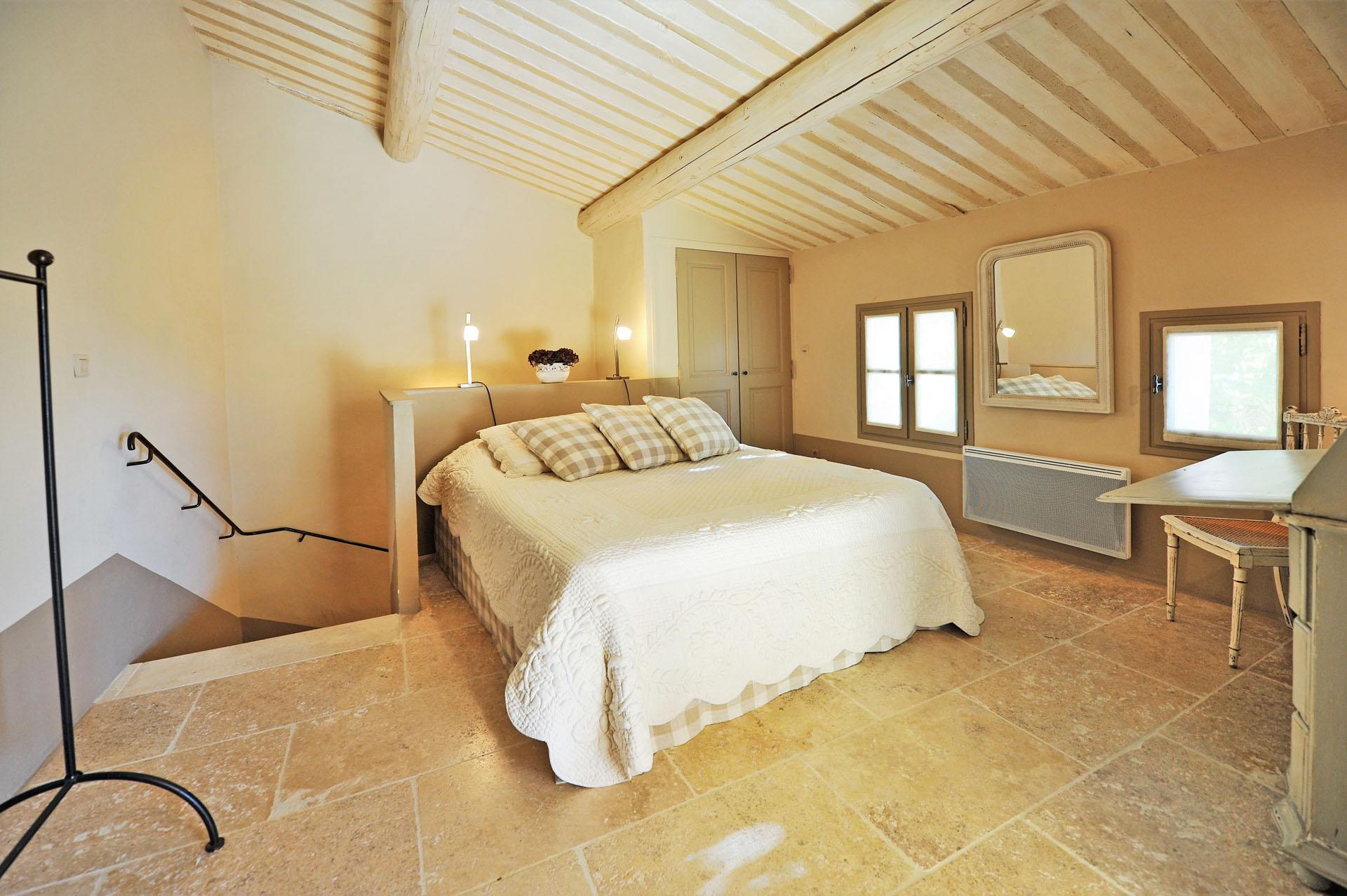 A louer,  en lisière du magnifique village de Roussillon en Provence