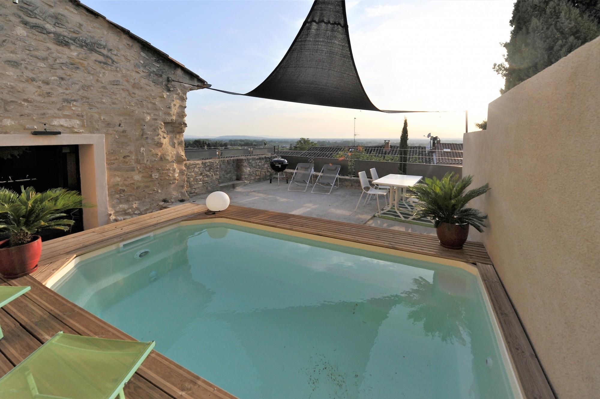 Monts de Vaucluse - Maison de village avec piscine et vue.