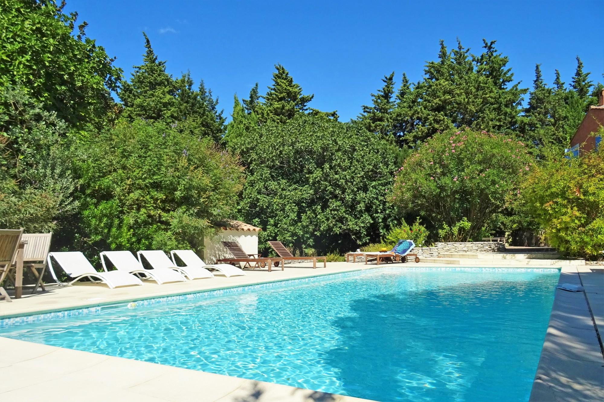 Location locations saisonnieres proche pernes les for Chambre piscine