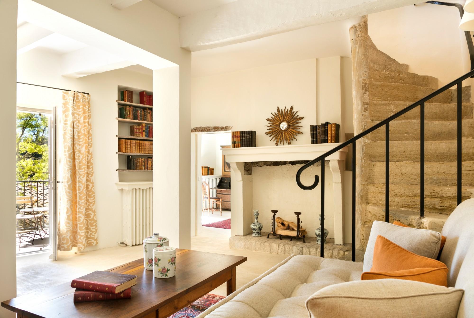 location locations saisonnieres a louer pour vos vacances gordes maison de charme agence rosier. Black Bedroom Furniture Sets. Home Design Ideas