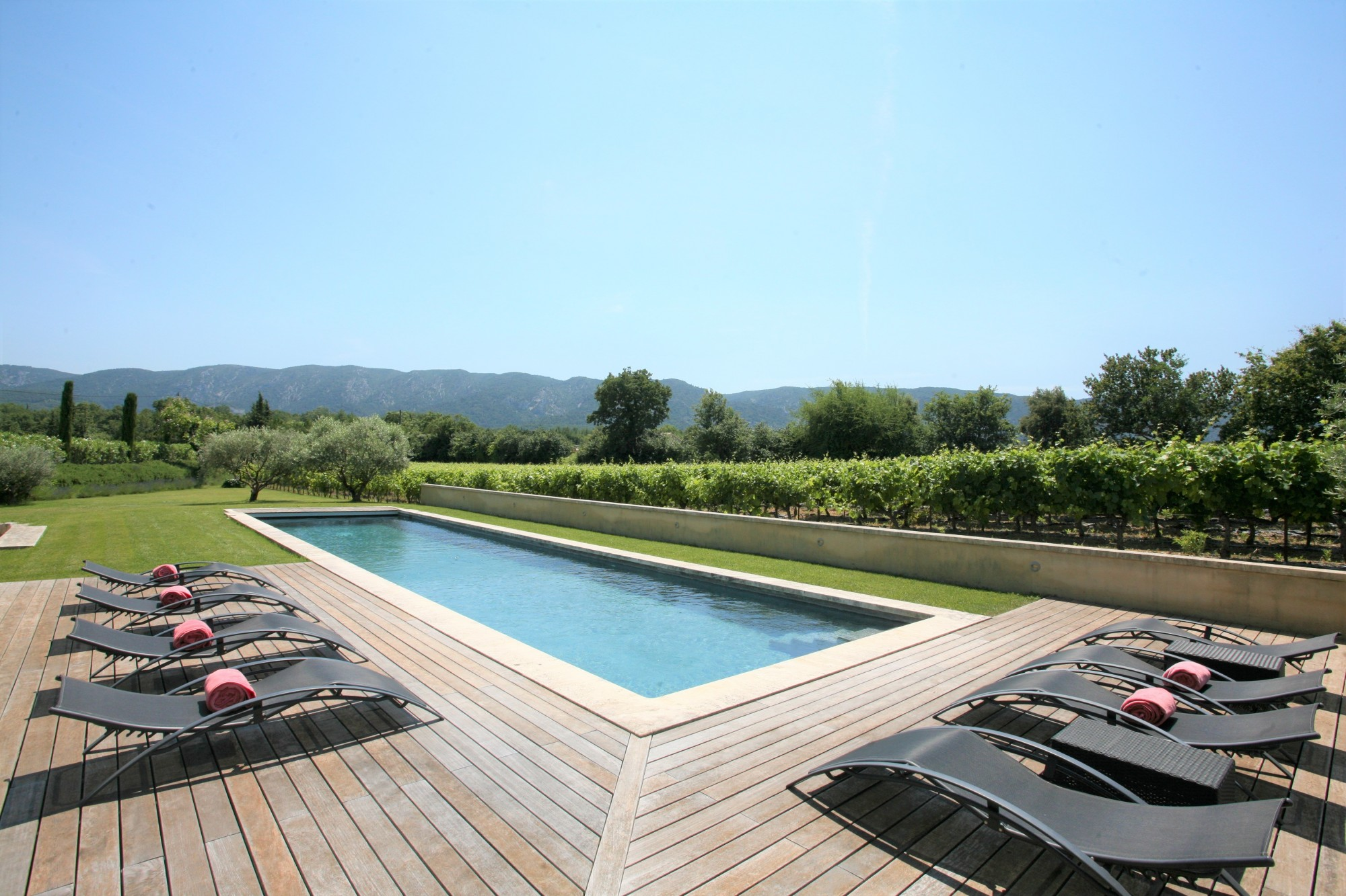 Luberon - Propriété de charme avec bassin de nage, à louer proche de Ménerbes.