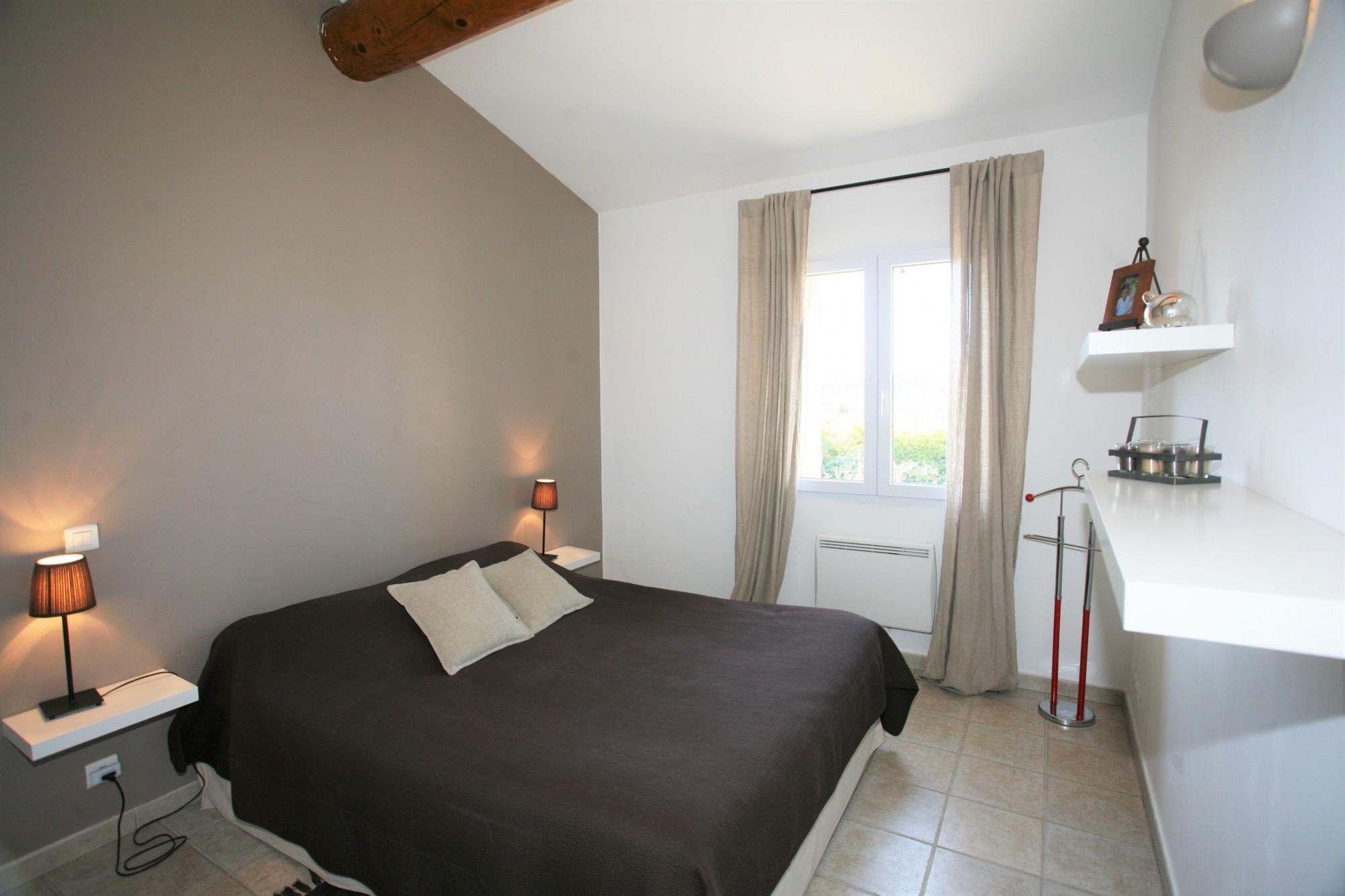 location Locations saisonnieres A louer en Provence, maison avec 4 chambres dans un petit hameau ...
