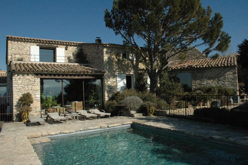 Ventes luberon maison en pierre avec piscine et vue en for Bord de piscine en pierre