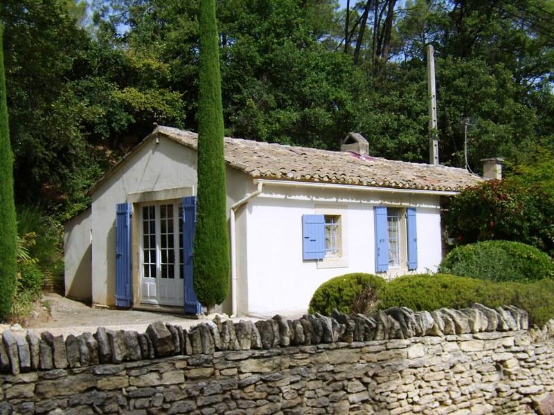 Ventes petite maison agr able en luberon plain pied et for Petite maison plain pied