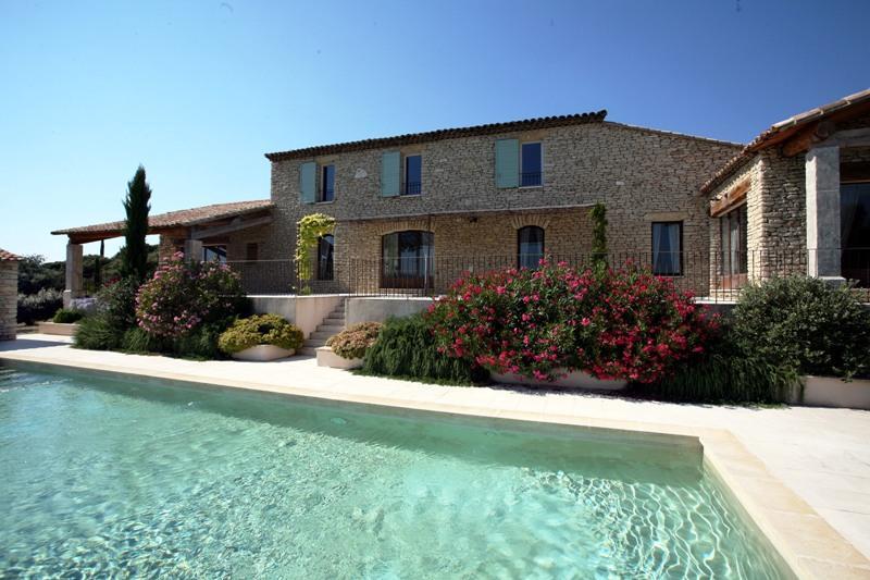 Ventes gordes maison en pierre en vente avec vue sur le for Vente maison par agence immobiliere