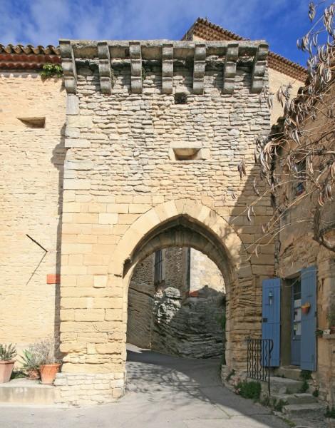 Une des portes du haut Goult, Luberon