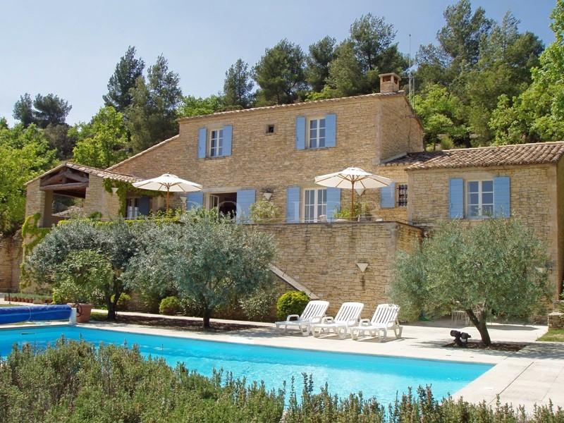 Location de vacances en Luberon, Exclusivit� ROSIER, belle bastide en pierres avec grand jardin, piscine et vue �poustouflante sur la vall�e
