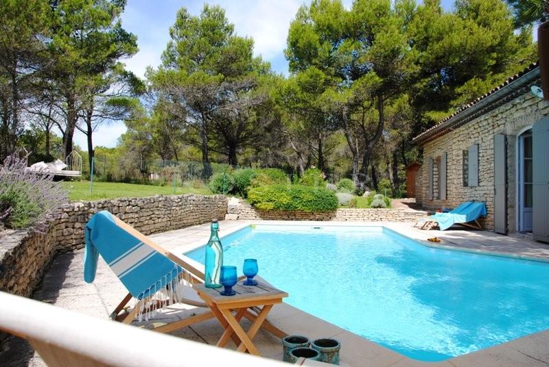 Location locations saisonnieres pour des vacances en for Location villa piscine luberon
