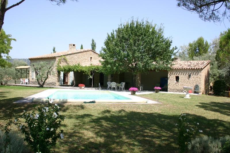 Ventes maison en vente gordes avec piscine agence rosier for Piscine vente