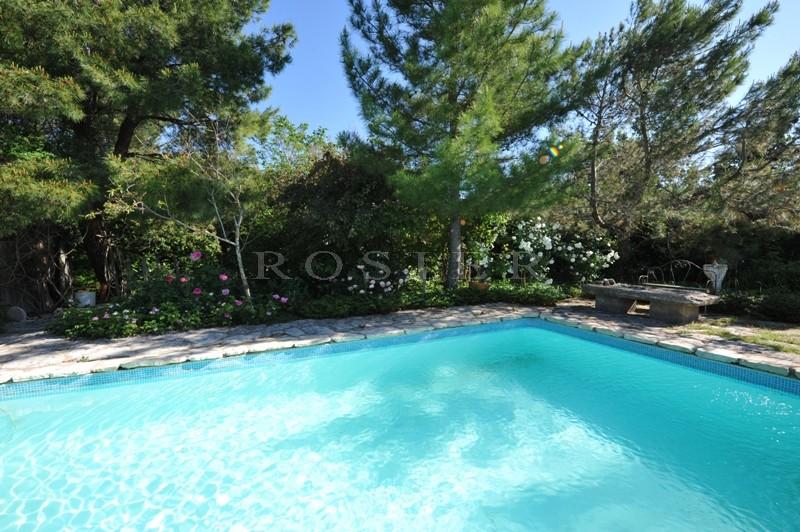 Ventes maison avec piscine proche luberon au milieu de for Camping luberon avec piscine