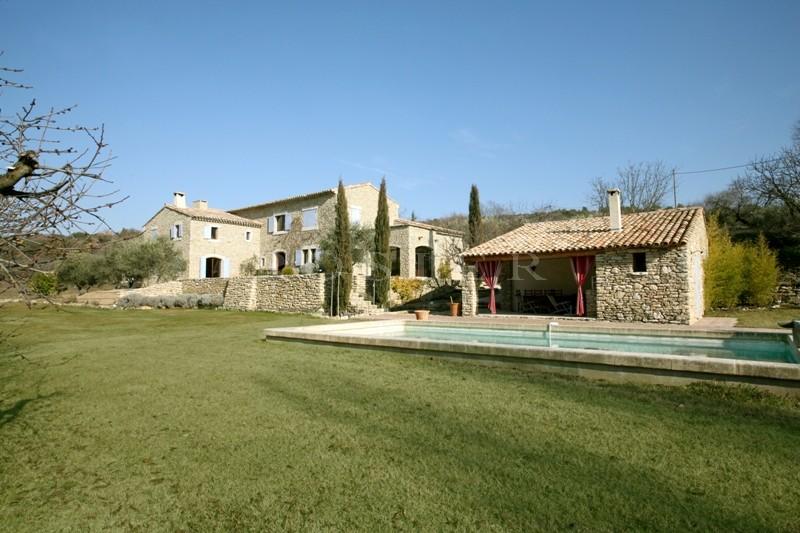 Ventes maison en pierres en luberon avec piscine et pool for Location gites luberon avec piscine