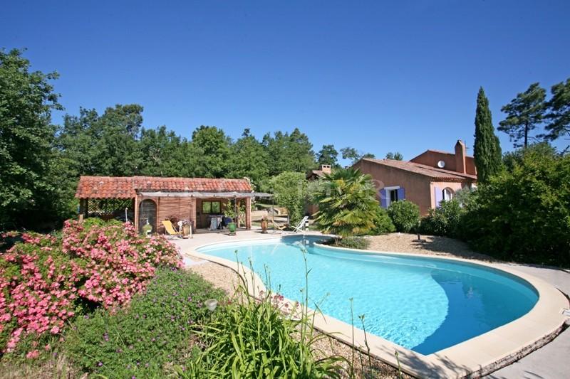 Ventes maison avec piscine en luberon au calme et proche d for Camping luberon avec piscine