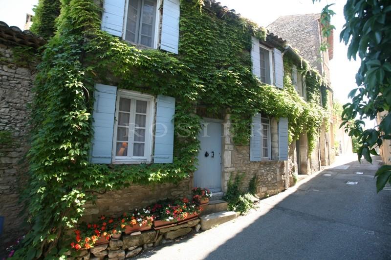Ventes luberon en vente charmante maison de village avec for Vente maison par agence