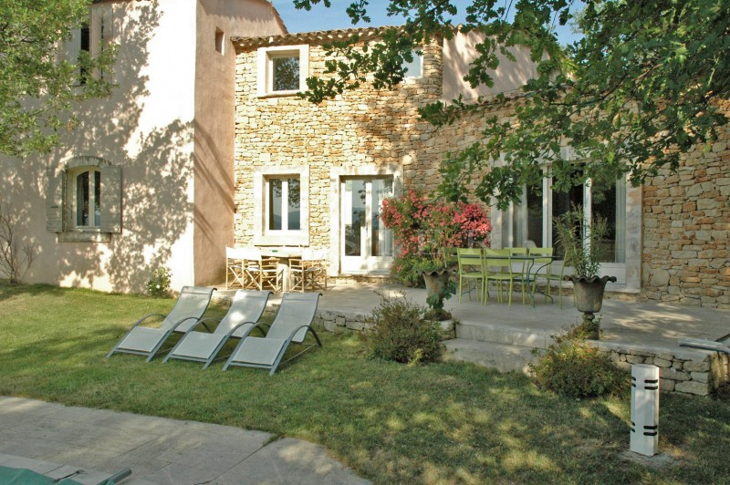 Ventes aux abords d 39 un c l bre village du luberon belle maison avec jardin et piscine en vente - Maison avec un jardin tourcoing ...